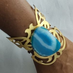 Jewelry - Gold cuff with turquoise center gem